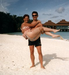 GL holding Sophie  on beach 1.jpg (14023 bytes)